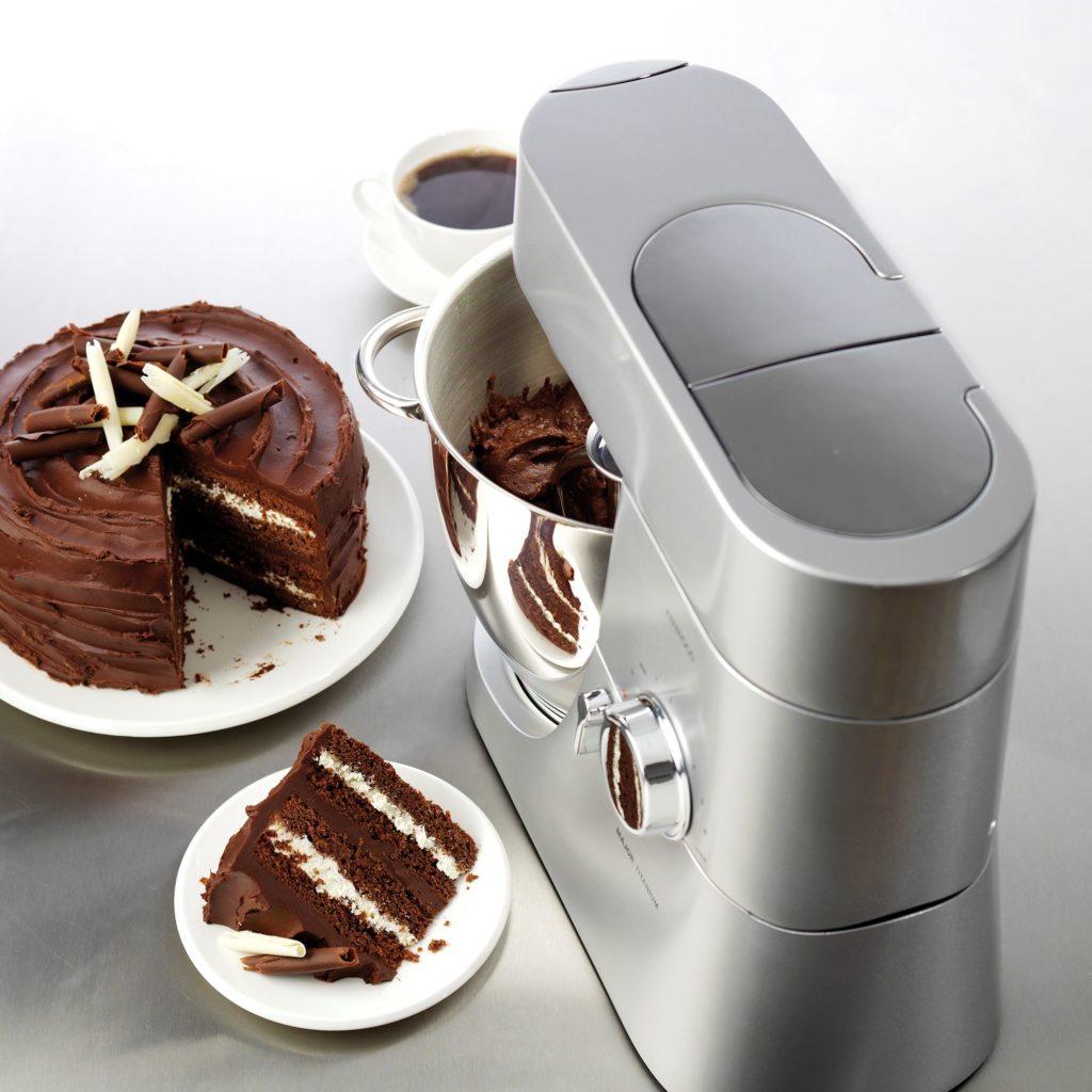 Kenwood Major Titanium - her med chokoladekage
