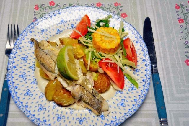 Fisk Kartofler Og Skalotteløg I ét Klimavenligt Fad Lækkert Og Nemt
